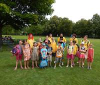 Das Jugendteam und die Kinder des Ferienspaßes